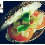 #HoyComemos Sándwich de Queso Crema con Tomate, Apio y Albahaca