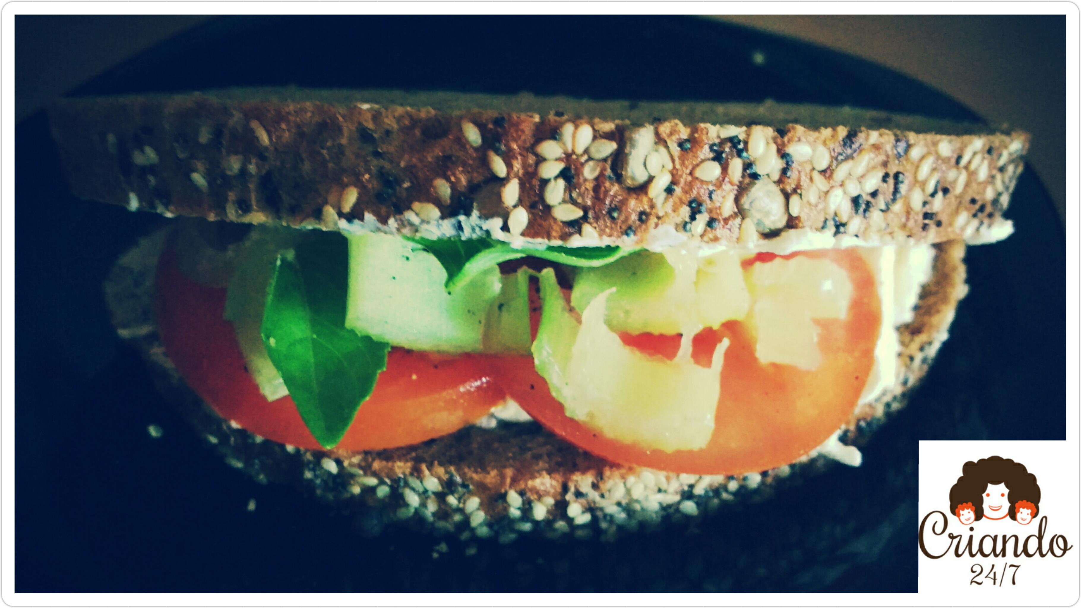 criando247 #HoyComemos SandwichQuesoTomateApioAlbahaca3