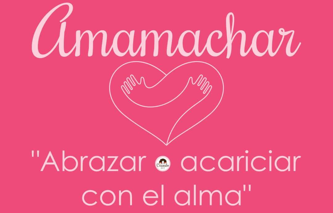 """Ilustración de un corazón formado por un abrazo. Arriba dice Amamachar y debajo """"abrazar o acariciar con el alma"""". Dentro de la letra o está el logo de Criando 24/7"""
