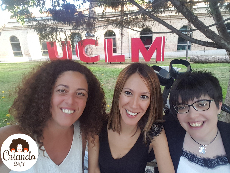 Claudia Tecglen, Rocío Palomo y yo en la Universidad de Castilla la Mancha en Toledo.