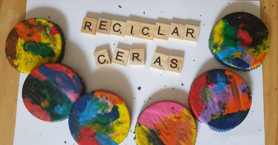 fichas de scrabble de madera formando el texto reciclar ceras y varias ceras multicolor con forma redonda