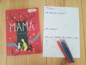 El álbum ilustrado Mamá al lado de una ficha que hizo mi hijo de 6 años con el título, si le gustó y un dibujo de él conmigo