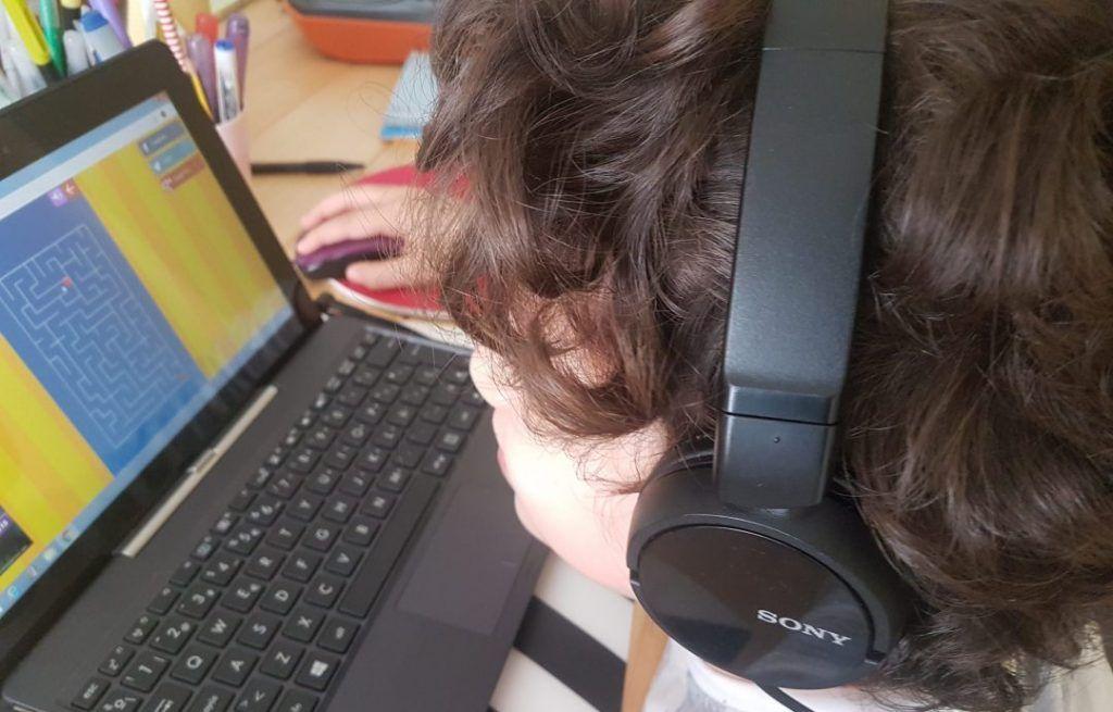 mi hijo de 6 años usando vedoque