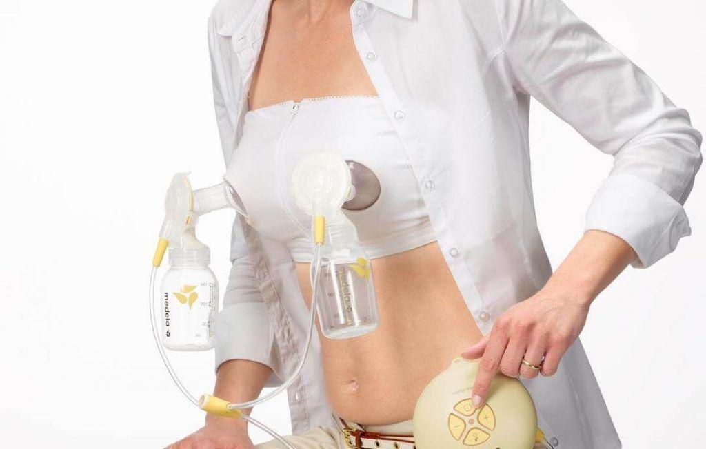 mujer con un sujetador para sacaleches eléctrico doble