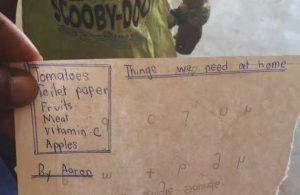 una lista de la compra escrita a mano