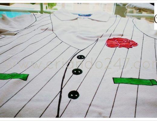 polo blanco pintado con rotuladores textiles imitando un chaleco de chulapo
