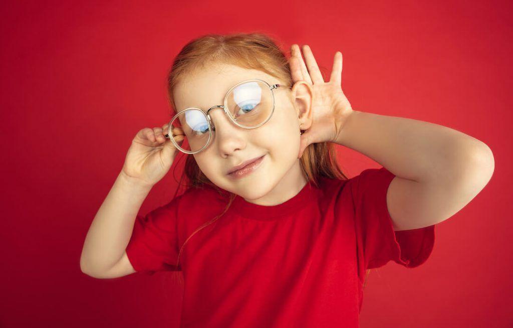 Crianza atípica: Hipoacusia o Sordera infantil. La historia de Chloe y su implante coclear.