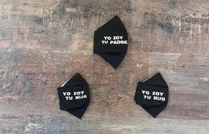 mascarillas higienicas reutilizables de chvmarket, color negro con dibujos de star wars en blanco: una del padre, una de hija y otra de hijo