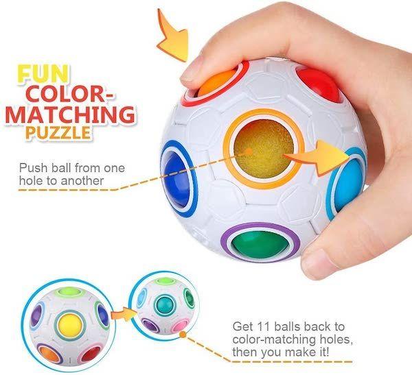 fidget en forma de bola con 12 hoyos y 11 pelotitas de colores que se deben presionar