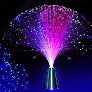 lámpara de fibra optica encendida en fondo oscuro