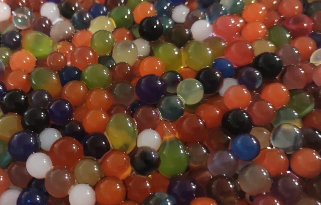 perlas de gel hidratadas de todos los colores
